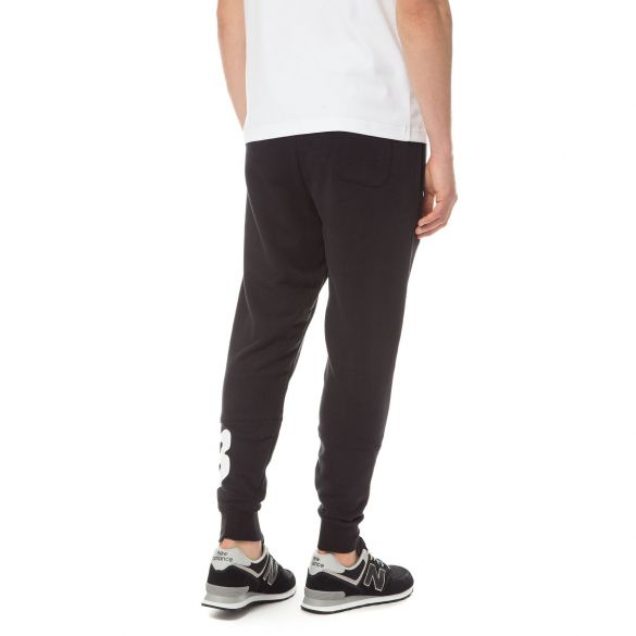 Спортивные мужские брюки New Balance Sport Essentials Graphic MP81507BK